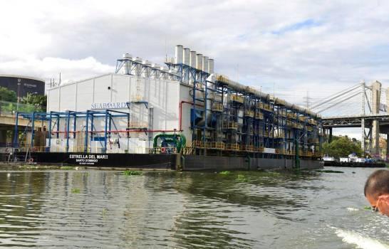 Medio Ambiente rechaza solicitud de empresa de operar dos barcazas generadora de electricidad en el río Ozama