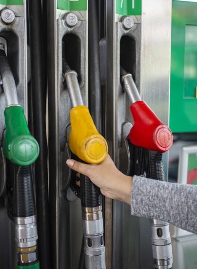 Las gasolinas suben 2.70 y 2.80 pesos, dispone Industria y Comercio