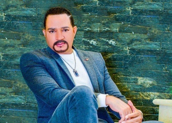 Frank Reyes celebrará 30 años de carrera en Premios Soberano