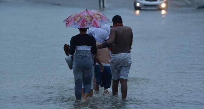 Vaguada que afecta al país se combinará con una onda tropical; hay 10 provincias en alerta