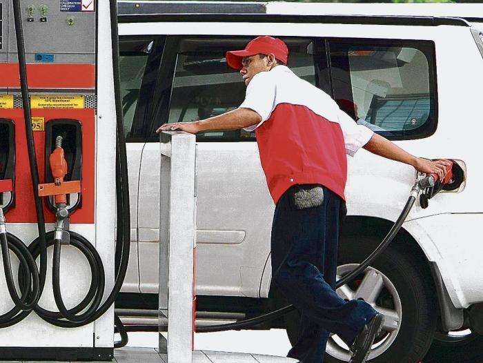 El gobierno vuelve a congelar el precio de los combustibles