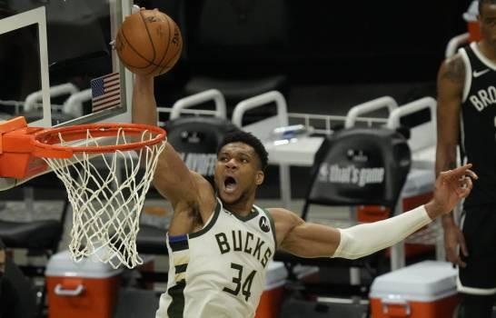 Antetokounmpo anota 34 puntos y Bucks igualan serie con Nets