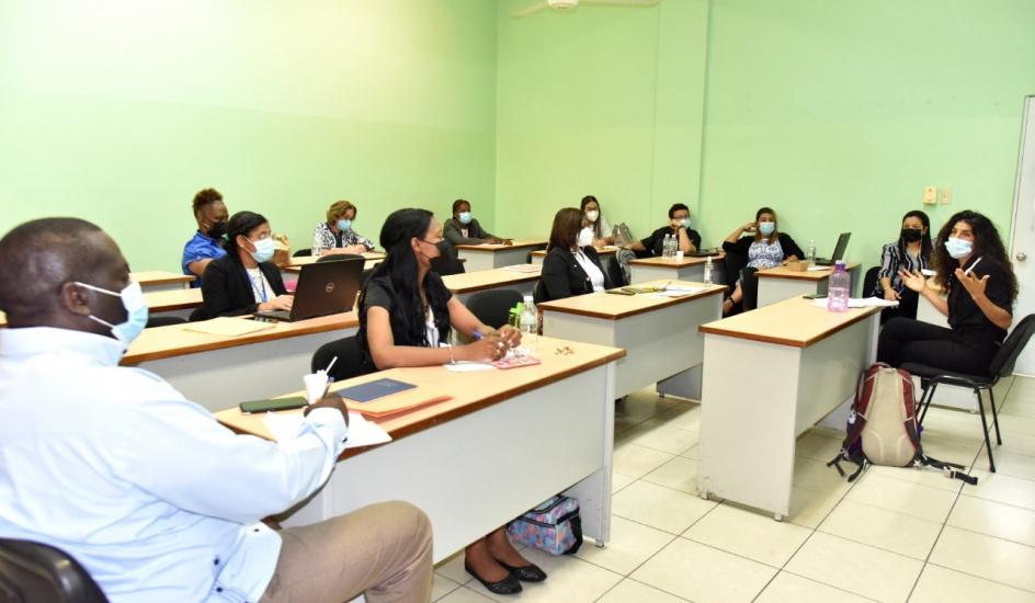 Dirección de Género del Minerd realiza mesa consultiva para prevenir violencia en el contexto escolar