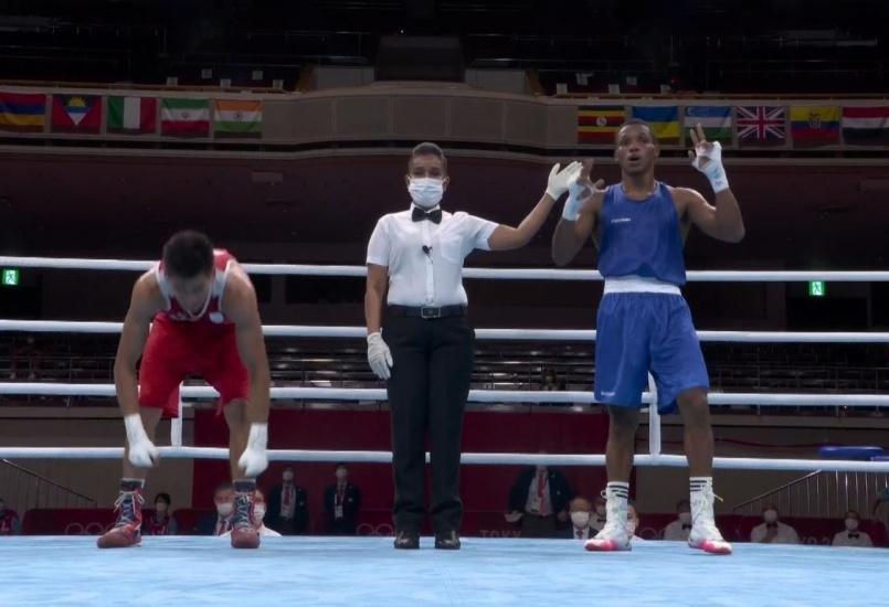 El dominicano Cedeño vence al argentino Verón y disputará medalla en boxeo. Resúmen