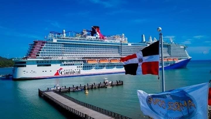 Tras 17 meses arriban dos cruceros turísticos simultáneos a la terminal Amber Cove de Puerto Plata