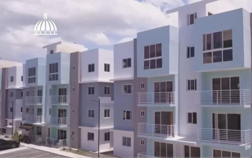 Entregan en Azua los primeros apartamentos del Plan Familia Feliz