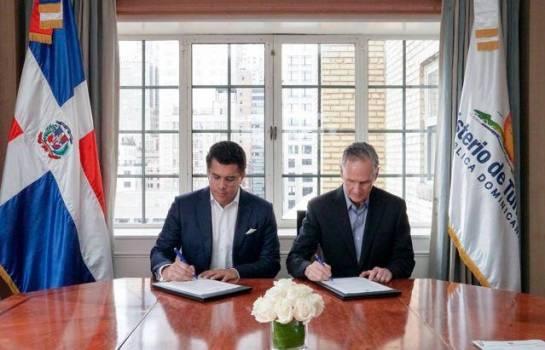 Ministro de Turismo firma acuerdos con líneas aéreas y tour operadores en Estados Unidos