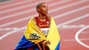 Yulimar Rojas bate récord mundial en salto triple y conquista oro olímpico