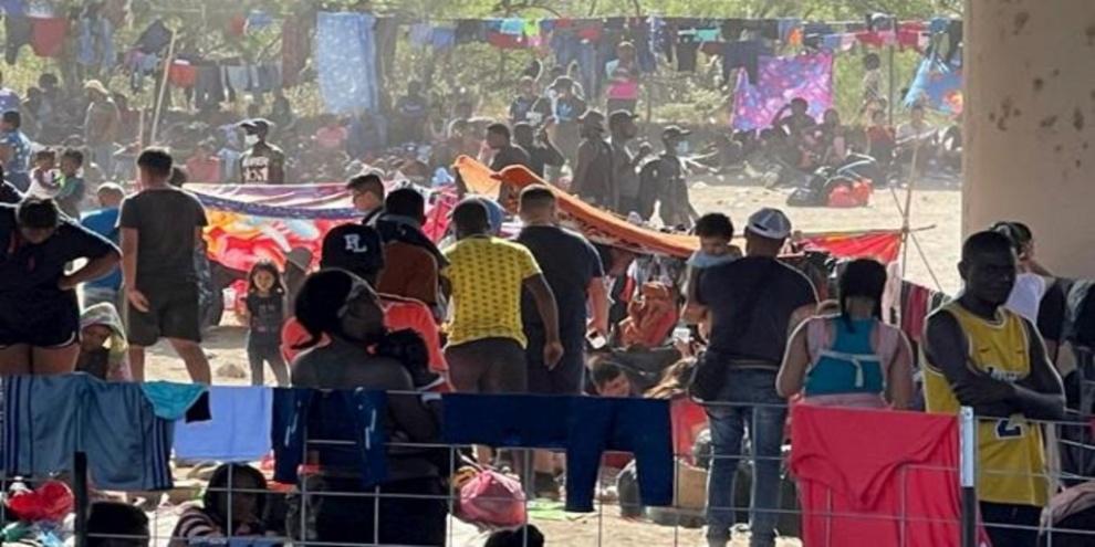 Estados Unidos confirma que ya no hay migrantes haitianos en el puente fronterizo