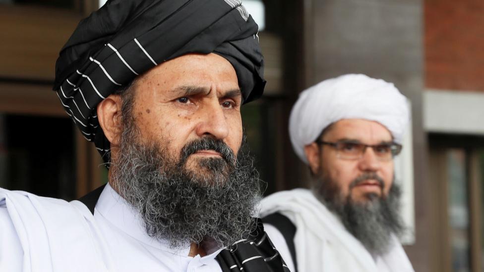 Los talibanes anuncian al nuevo gobierno interino de Afganistán, que incluye a varios nombres buscados por EE.UU. y los países europeos