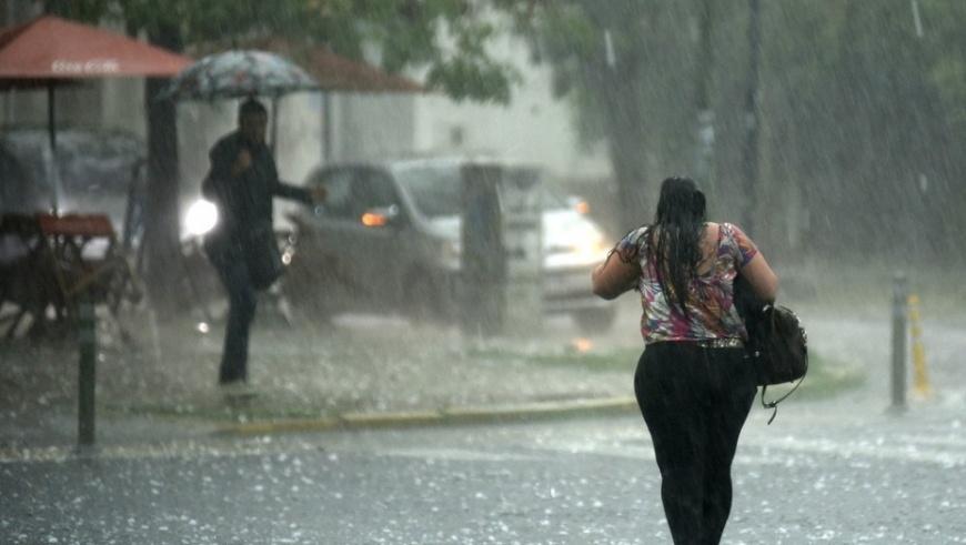 Onamet emite alerta para 13 provincias por incidencia de vaguada; lluvias después del mediodía en algunas regiones