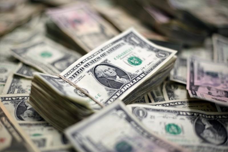 Tasa del dólar ha bajado casi dos pesos en el último año
