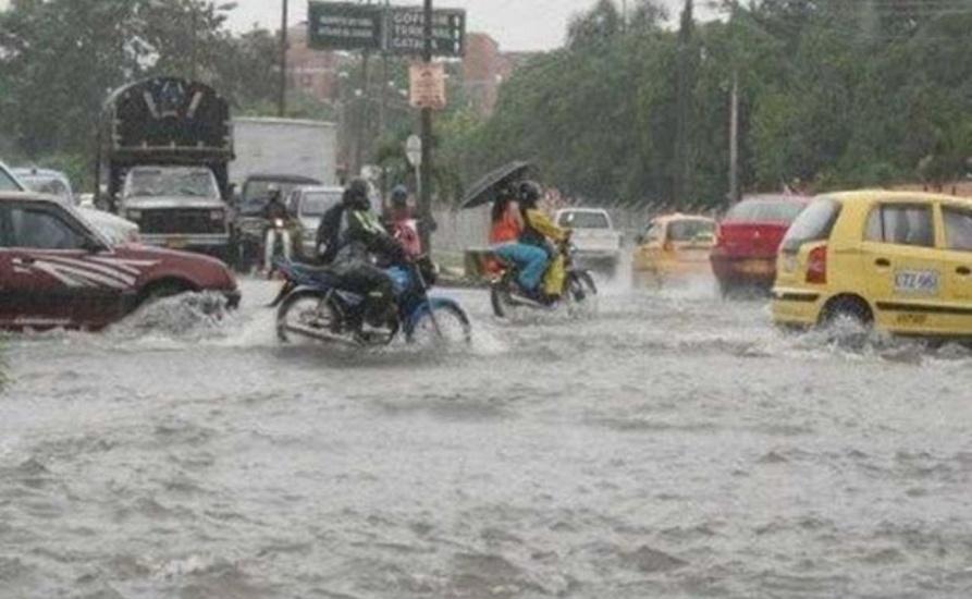 Continuarán los aguaceros por onda tropical y vaguada; COE mantiene 12 provincias en alerta