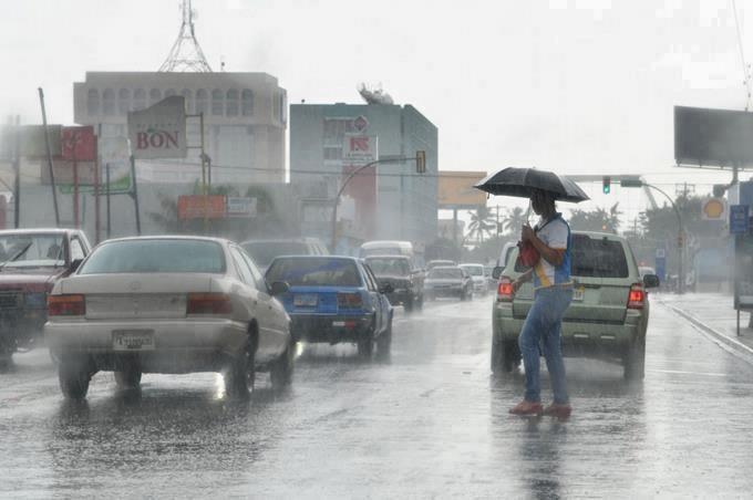 Lluvias continuarán por vaguada; COE mantiene 11 provincias y el DN en alerta verde