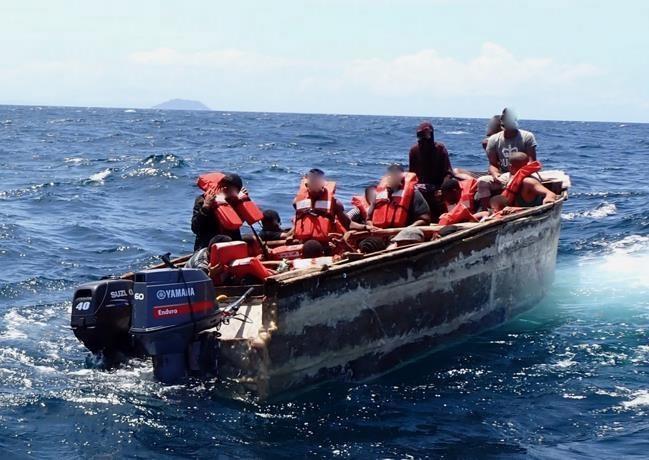 Rescatan a 19 personas de embarcación que zozobró durante viaje clandestino a Puerto Rico