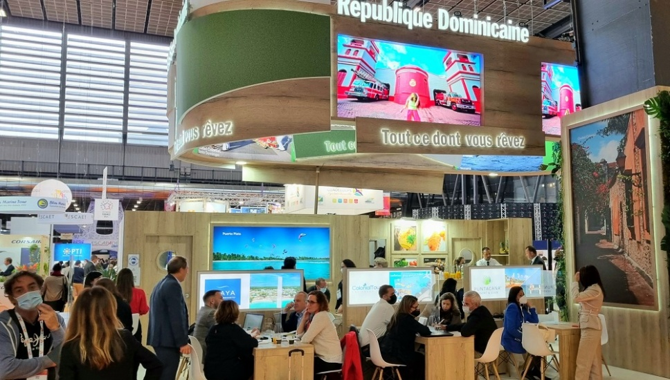 Dominicana reafirma liderazgo en el Caribe al inaugurar pabellón en Feria Top-Resa, Francia